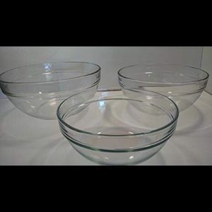 Pampered chef glass mixing bowls, set of three
